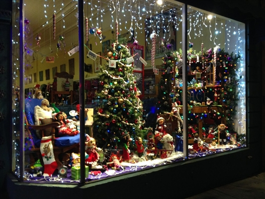 Main Street Holiday Window Decorating Contest Underway